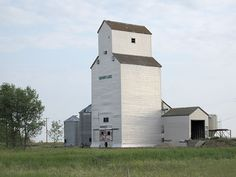 Historic Sites of Manitoba: Manitoba Pool Grain Elevator / Private Grain Elevator (Snowflake, RM of Pembina) Entrance Ideas, Canadian History, The Great White, True North, Old Barns, Print Pictures, Distillery, Model Trains, Historical Sites