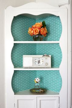 DIY: fabric lined built-In shelves