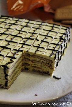 mattonella di biscotti con caffè, uova e crema al burro.