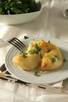 Κοχύλες γεμιστές με τυριά Pasta Recipes, Dessert Recipes, Cooking Recipes, Desserts, Cheese Stuffed Shells, Greek Cooking, Greek Recipes, Food Styling, Baked Potato