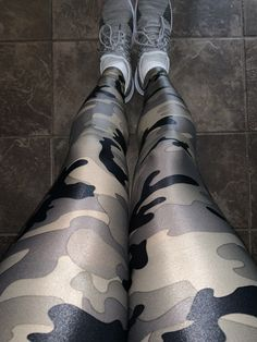 Camo Leggings Outfit, Camouflage Leggings, Girls In Leggings, Gym Leggings, Best Leggings, Tight Leggings, Leggings Are Not Pants, Hot Pants, Mens Tights