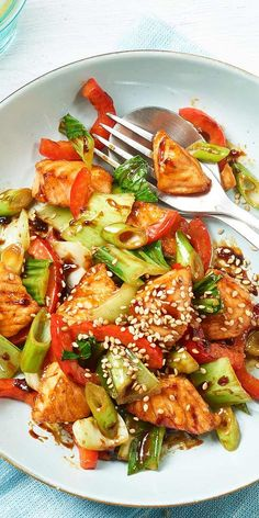 salmon with vegetables - A delicious dish for your evening: Teriyaki salmon with pak choi, bell pepper and spring onions. -Teriyaki salmon with vegetables - A delicious dish for your evening: Teriyaki salmon with pak choi, bell pepper and spring onions. Easy Fish Recipes, Salmon Recipes, Seafood Recipes, Asian Recipes, Easy Meals, Meat Recipes, Baked Teriyaki Salmon, How To Cook Fish, Eat Smart