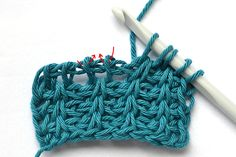 Tunisian rib stitch (TSS + Twisted TSS [insert hook left to right in front bar instead of right to left]) Tutorial ༺✿Teresa Restegui http://www.pinterest.com/teretegui/✿༻