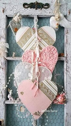 Valentine hearts vintage wire hearts wire lace hearts pink and gold heart vi Valentine Wreath, Valentine Day Crafts, Love Valentines, Valentine Heart, Holiday Crafts, Shabby Chic Crafts, Vintage Shabby Chic, Vintage Table, Vintage Pink