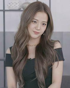 Blackpink Jisoo, Kim Jennie, Square Two, Black Pink Kpop, Blackpink Photos, Girl Bands, Belle Photo, Hair Looks, Girl Crushes
