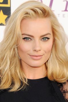 Today's Beauty Secrets: Margot Robbie perfects the No- Makeup Makeup Look. Today's Beauty Secrets: Margot Robbie perfects the No- Makeup Makeup Look. Blonde Makeup, Hair Makeup, Beauty Secrets, Beauty Hacks, Beauty Tips, Beauty Products, Makeup Products, Back To School Makeup, Actress Margot Robbie