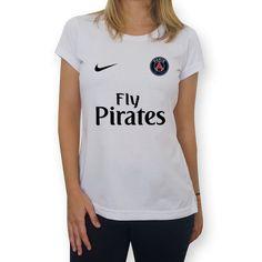 Compre Fly Pirates de @plasticgunstore em camisetas de alta qualidade. Incentive artistas independentes, encontre produtos exclusivos.