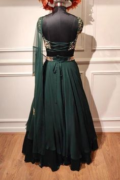Indian Fashion Dresses, Indian Designer Outfits, Designer Dresses, New Saree Blouse Designs, Lehenga Designs, Indian Wedding Outfits, Indian Outfits, Dress Party, Party Wear