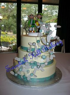 OH MY GOD! I found another cake with flowers in this colour and pattern, and I fell in love. Now I find this Zelda-themed cake with Navi in the same pattern! This has to happen. Good thing our baker is magical! Wedding Topper, Wedding Cakes, Wedding Inspiration, Wedding Ideas, Occasion Cakes, Themed Cakes, I Fall In Love, Sweet 16, Cake Pops