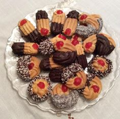 Νόστιμα και εύκολα Πτι φουρ Greek Desserts, Greek Recipes, Greek Cookies, Tree Branch Decor, Sweet Memories, Mini Cupcakes, Biscuits, Almond, Muffin