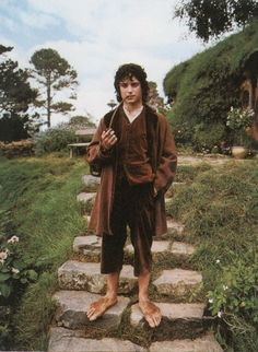 Find images and videos about lord of the rings, LOTR and hobbit on We Heart It - the app to get lost in what you love. Frodo Bolsón, Frodo Baggins, Gandalf, Legolas, Aragorn Lotr, The Hobbit Movies, O Hobbit, Hobbit Hole, Hobbit Feet
