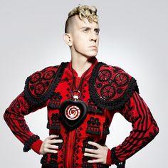 Jeremy Scott: Fashion designer and creative director for Moschino.  Jeremy Scott: Diseñador y director creativo de Moschino.