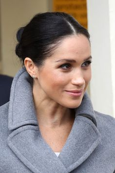 Is Meghan Markle a feminist? We've rounded up the most feminist quotes from Meghan Markle to spur you on International Women's Day Meghan Markle Stil, Estilo Meghan Markle, Meghan Markle Prince Harry, Prince Harry And Meghan, Make Up Looks, Kate Middleton, Waterfall Curls, Meghan Markle Photos, Red Carpet Hair