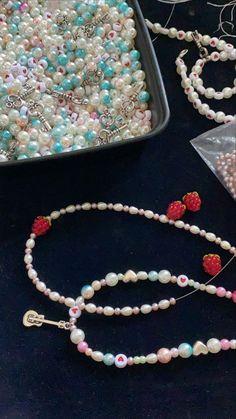 @natessaf9 Cute Jewelry, Pearl Jewelry, Body Jewelry, Beaded Jewelry, Jewelry Accessories, Handmade Jewelry, Beaded Necklace, Beaded Bracelets, Necklaces