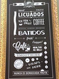 Tipografía. Alterna varios tipos de tipografías que crean un efecto para captar la atención. Se trata de tipos con serif, sin serif, juveniles, rústicas y demás. Foto del cartel de la cafetería Último Mono en el centro de Málaga. #tipocallejera #tipo1415