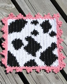 Add a touch of farm-yard fun to your kitchen decor with this cow print dishcloth. Shown in Lily Sugar'n Cream.