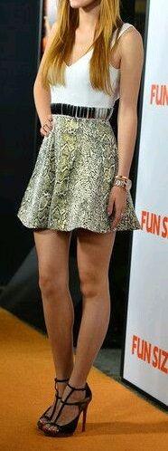 cette jeune star a mit le paquet car sa tenue en ferai des jalouses !!!!!!! la jupe est juste splendide il n'y a rien d'autre à dire !!! #star #FashionisInside