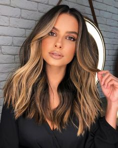 Long Dark Hair, Light Brown Hair, Dark Brown, Brown Hair Balayage, Hair Color Balayage, Balayage On Straight Hair, Bayalage On Dark Hair, Haircolor, Hair Color Streaks