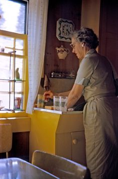 Mother's Vacation: 1963   (Usually involved a mere change of sinks!0