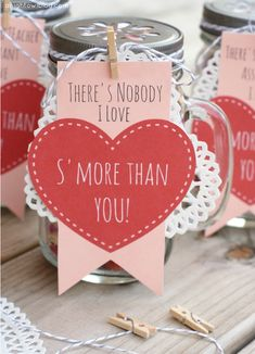 Free printable! Adorable S'mores Valentines Day gifts - mason jars filled with s'mores snack mix.