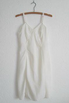 Wonder Maid Crisp White Taffeta Vintage Lingerie Slip Size 32, $20.00