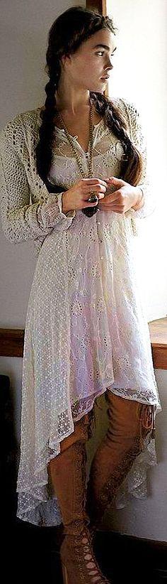 Я продолжаю делиться подборками из самых интересных фотографий, которые я нашла. На этот раз решила остановиться на бохо-стиле, но, в продолжение прошлой публикации о вязаных вещах — подобрать бохо-наряды в вариантах с использованием трикотажа и ручного вязания. Честно скажу, бохо не был в числе моих любимых стилей одежды, так что мой взгляд на найденное изобилие пока остается свежим. Что мне о…