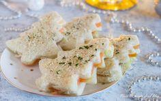 I Tramezzini di Natale con salmone burro e insalata sono ideali come antipasto per la vigilia o per un simpatico buffet di Natale, da farcire come preferite