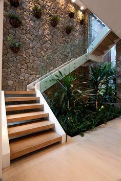 15 Perfect Indoor Garden Design Ideas For Fresh Houses garden design architecture incantato disegno Stair Railing Design, Home Stairs Design, Interior Stairs, Home Room Design, Dream Home Design, Modern House Design, Garden Architecture, Architecture Design, Interior Garden