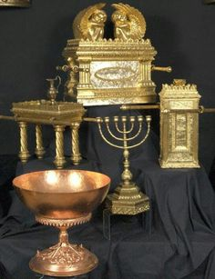 A museum of the tabernacle in the wilderness. Tabernacle Of Moses, Heiliges Land, Arte Judaica, Solomons Temple, Messianic Judaism, Bible Illustrations, Biblical Art, Bible Knowledge, Jewish Art