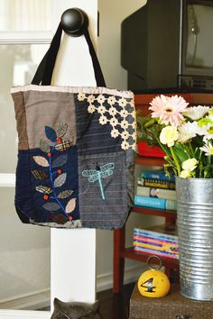 Make your own cute tote bag using pieces from vintage quilts! #crafts #diy #idea
