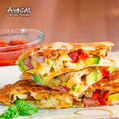 Quesadillas con aguacate, tocineta, huevo y jamón ¡Delicias con Hass!#avocatacacias #aguacatehass #consumemashass