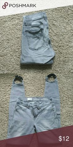 GAP Legging Jeans Very cute! 96% Cotton, 2% Spandex Please feel free to make a reasonable offer! GAP Jeans Skinny