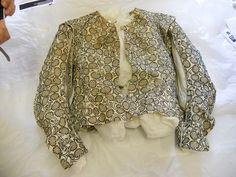Elizabethan jacket Front (c) Fashion Museum, Bath & NE Somerset Elizabethan Fashion, Renaissance Fashion, Renaissance Clothing, Antique Clothing, 16th Century Clothing, 16th Century Fashion, 18th Century Costume, 17th Century, Historical Costume