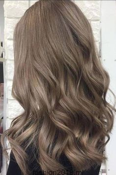 bruin haar Mushroom Brown Hair Is TrendingAnd Its Much Prettier Than It Sounds Blended Ash Bronde Ash Brown Hair Color, Brown Blonde Hair, Light Ash Brown Hair, Light Brown Hair Colors, Cool Tone Brown Hair, Carmel Brown Hair, Medium Ash Brown Hair, Brown Hair Shades, Light Brown Hair