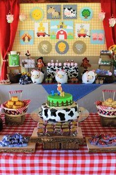 fiesta de cumpleaños del niño de la granja de pedro