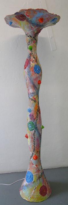 Byzondere lamp van papier-mache