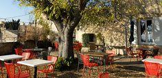 La Bastide de Massimo : un petit coin de paradis. | Anais et Pedro Provence France, Paradis, Restaurant, Patio, Outdoor Decor, Alps, Shopping, Travel, Yard