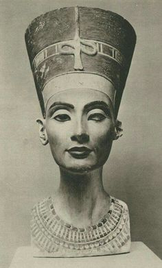 Egyptian Nefertiti, limestone bust, created 1345 BC by Thutmose, discovered Neues Museum, Berlin Nefertiti Bust, Egyptian Queen Nefertiti, Egyptian Goddess, Ancient Egyptian Art, Ancient History, Nefertiti Costume, Nefertiti Tattoo, Egyptian Symbols, Black History
