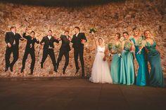 Fotos divertidas com padrinhos, madrinhas em tons de verde turquesa, verde menta, azul turquesa Green bridesmaids, blue bridesmaids, mint and turquoise, fun, bridesmaids and groomsmen
