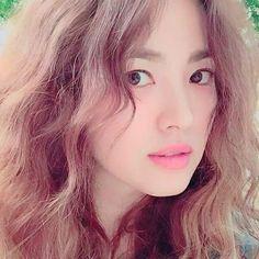 Pp at her ig Korean Actresses, Korean Actors, Gentleman Songs, Song Hye Kyo Style, Songsong Couple, Hallyu Star, Cutest Couple Ever, Song Joong Ki, Korean Entertainment