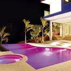 Awesome! Purple pool <3