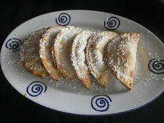 EMPANADILLAS DE MANZANA, DATILES Y QUESO