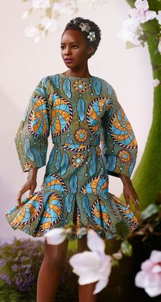 Vlisco V-Inspired African Fashion African Inspired Fashion, African Print Fashion, Africa Fashion, Fashion Prints, Fashion Design, African Prints, African Attire, African Wear, African Women