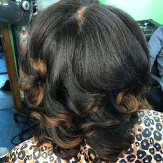 Peek-a-boo Highlight Refresh & Glam Curls. #crownandcanvas #anotherbarbershop #chicago #stylist #crowncare #color #colorist #highlight #glam #beauty #healthy #silkpress #naturalhair #professional #licensed #cosmetology #cosmetologist #curls #blonde #level7 http://tipsrazzi.com/ipost/1508900806051868911/?code=BTwsUniBbDv