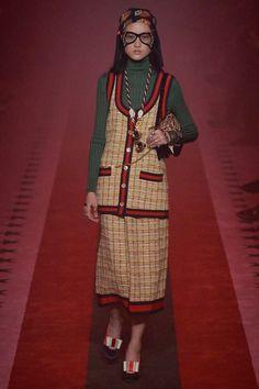 Gucci Spring 2017 Ready-to-Wear Fashion Show - Gucci Spring - Ideas of Gucci Spring. - Gucci Spring 2017 Ready-to-Wear Fashion Show Catwalk Fashion, Gucci Fashion, Couture Fashion, Fashion Show, Gucci Spring 2017, Spring Fashion 2017, Gucci 2017, Current Fashion Trends, Knitwear Fashion