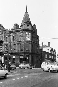 Birkenhead on Wirral Memories, a website that displays pictures and photographs of Birkenhead and the Wirral, past and present. Liverpool Town, Ford Transit, Local History, Old Photos, Mansion, Nostalgia, Street View, Fire, Memories