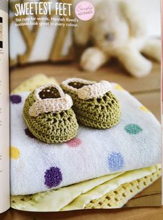 Cute as a button baby buckle shoes by HanJan Hannah Reed for Simply Crochet