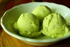 Green Ice Cream, Avocado Ice Cream, Cooking Ice Cream, Popsicle Recipes, Avocado Recipes, Frozen Treats, Summer Recipes, Food And Drink, Desserts