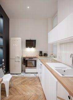Cuisine esprit scandinave, blanc et bois clair, simple et chic. Home sweet home, place sathonay Marion LANOË