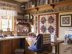 Organize Your Sewing Room - In Pam Buda's sewing room, up and away is part of the strategy. Shelves along the sewing room cei - Sewing Room Design, Sewing Room Decor, My Sewing Room, Sewing Studio, Small Sewing Space, Sewing Spaces, Sewing Machine Tables, Sewing Table, Fabric Storage